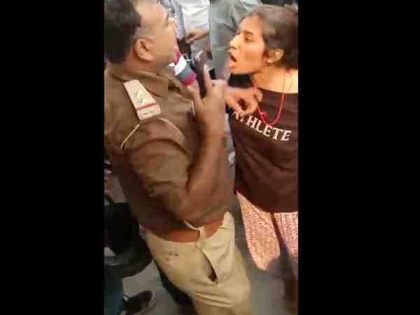 Girl Slapped Police Inspector Lucknow