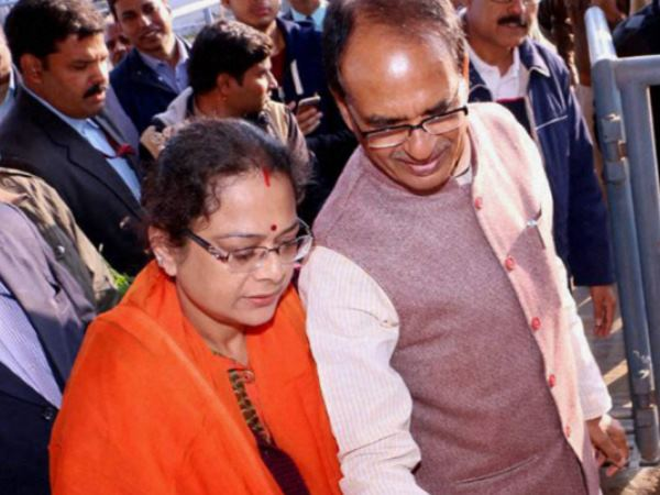 Shivraj Singh Chouhan S Wife Sadhna Singh Face Wrath Public While Campaigning For Husband