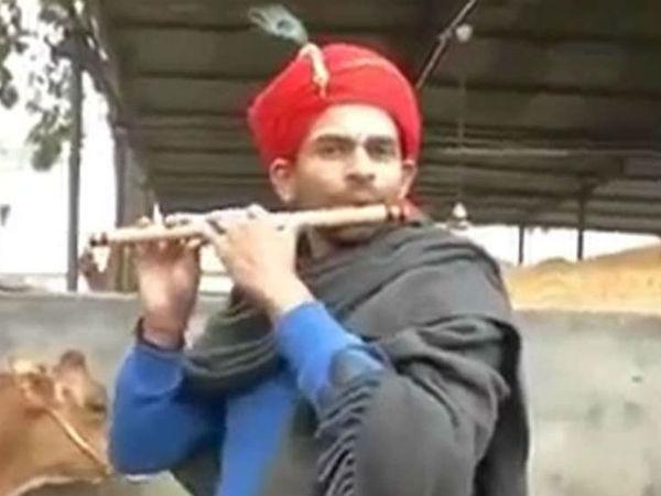 Lalu Yadav Son Tej Pratap Yadav Is Second Lord Krishna Should Fight Loksabha Election 2019 Mathura