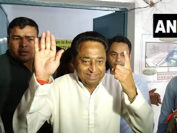 Congress Leader Kamal Nath Shows Party Symbol After Casting His Vote Chhindwara
