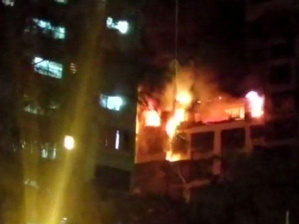 આ પણ વાંચોઃ મુંબઈઃ સોસાયટી બિલ્ડિંગના 14માં માળે લાગી ભીષણ આગ, 5 ના મોત
