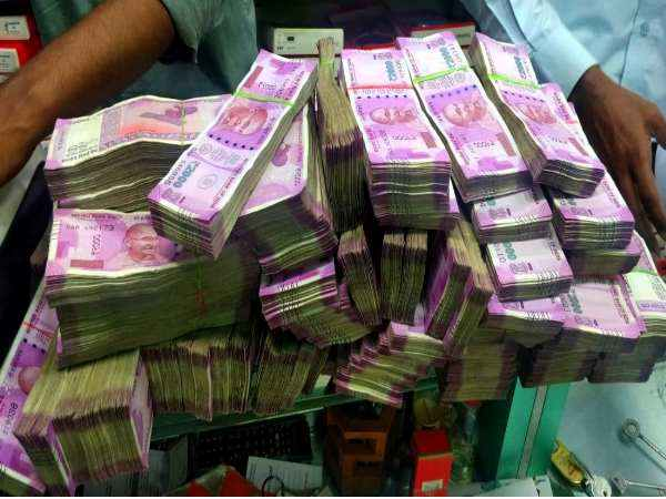 Rs 11 Crore Cash 7 Kg Gold Seizes From Hotel Mylapore Chennai