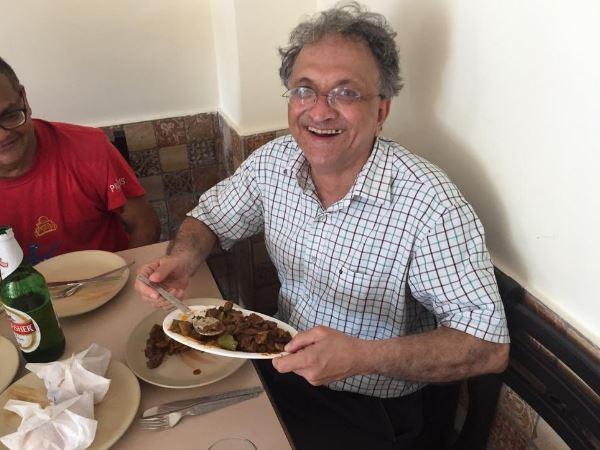 રામચંદ્ર ગુહાએ ફોટો ટ્વીટ કરી કહ્યું- બીફ ખાઈ રહ્યો છું, ભાજપના ગોવામાં જશ્ન મનાવી રહ્યો છું