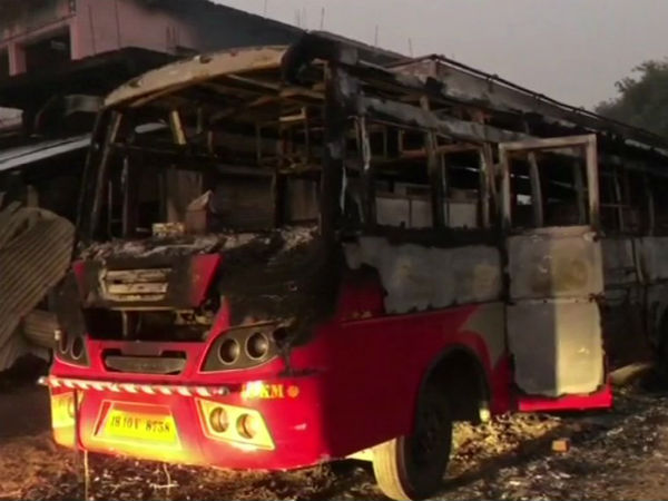 Naxal Attack In Bihar Aurangabad Many Vehicles Set Ablaze