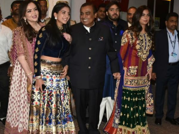 Nickyanaka Mukesh Ambani With Wife Nita Isha Ambani Reaches Jodhpur For Priyanka Wedding