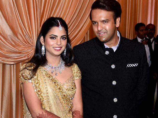 Isha Ambani Anand Piramal First Wedding Reception Mukesh Ambani Mehbooba Mufti Zahir Khan