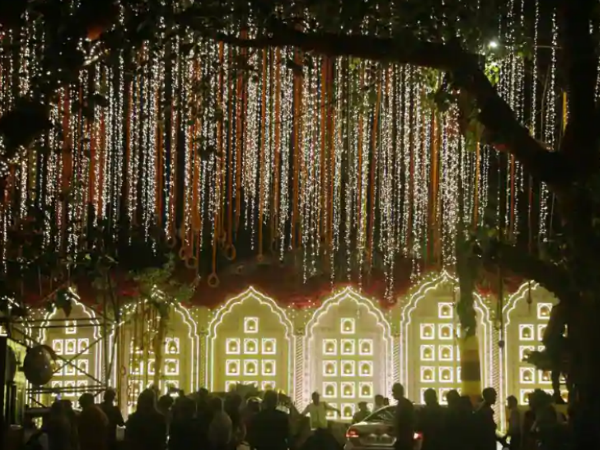 Mukesh Ambani S Home Antilia Decked Up Like Bride Ahead Isha Ambani Wedding See Pics
