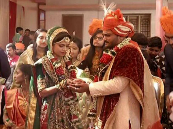 Patidar Leader Hardik Patel Ties Knot With Childhood Friend Kinjal
