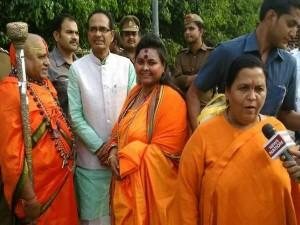 Shivraj Singh Chauhan Uma Bharti Photo With Pooja Shakun Pandey Goes Viral