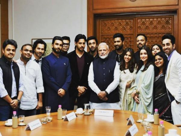 Ranveer Singh Gave Jaadoo Ki Jhappi Pm Narendra Modi Shared Photo