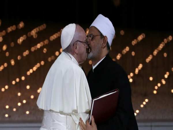 Pope Francis Imam S Kiss Buzz On Social Media