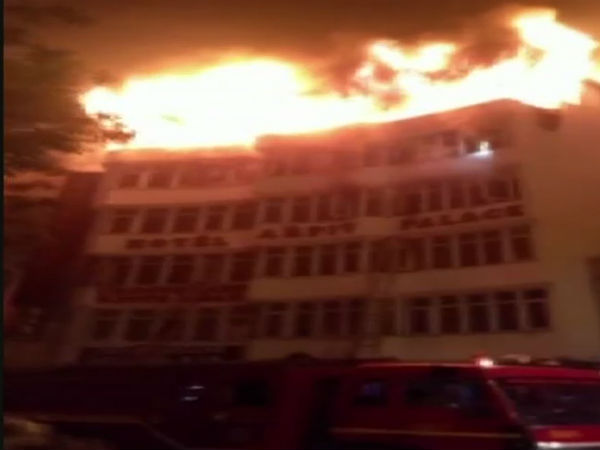 Fire Brokes In Delhi Hotel Many Dead