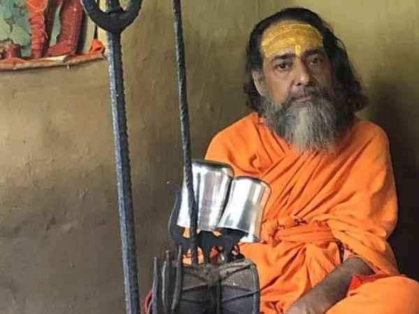કુંભ સંતોનો ગુસ્સોઃ આતંકી મસૂદ અઝહરનું માથું કાપી લાવનારને 5 કરોડ આપવાનું એલાન