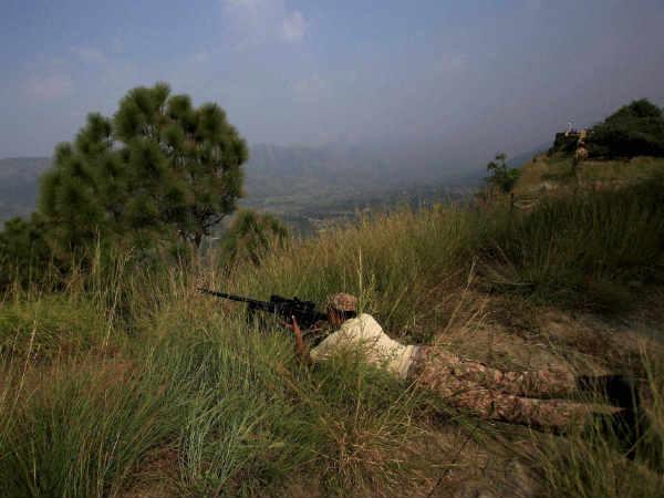 પુલવામા હુમલો: ભારતની ચેતવણી ઉપર પાકિસ્તાન ભયભીત, LoC પર સેનાઓ હાઈ એલર્ટ પર