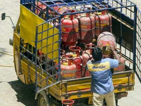 Lpg Cylinder Rates Decreases Ahead Union Budget