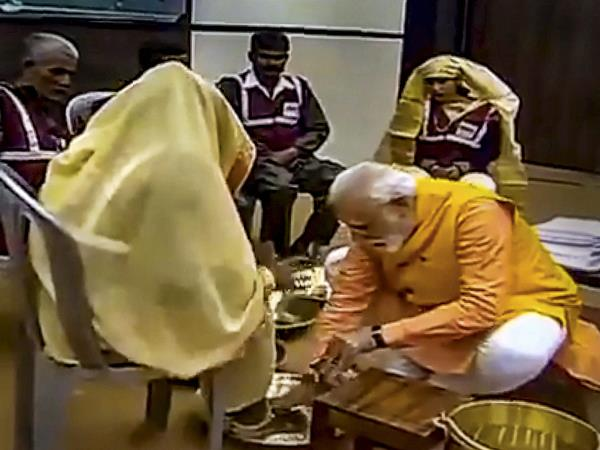 Narendra Modi Washes Feet Sanitation Workers Will It Impact In Lok Sabha Elections