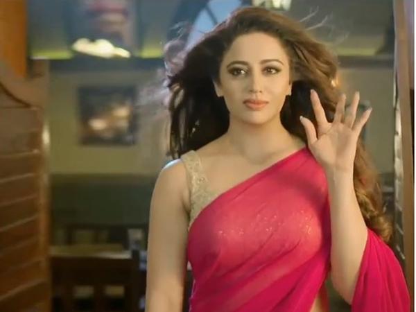 Bigg Boss 12 Ex Contestant Neha Pendse Again Goes Very Bold