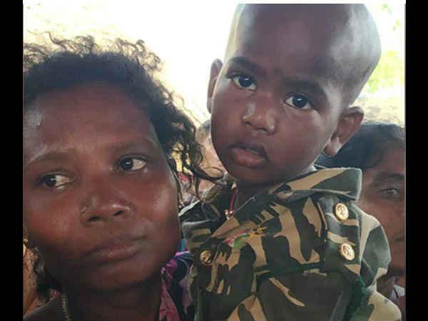 Pulwama Attack: પિતાની વર્દી પહેરી બે વર્ષના દીકરીએ અંતિમ સલામી આપી