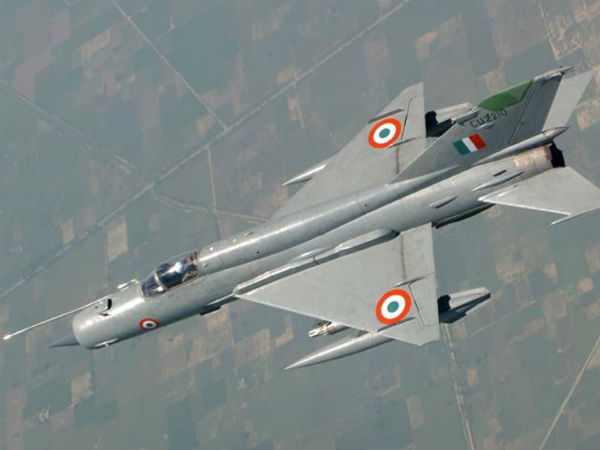 Pakistani Fighter Jet F 16 Pilots Fired 4 5 Amraams At Indian Plane