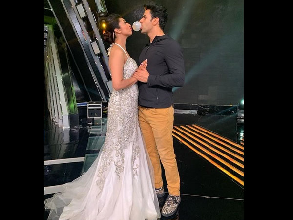 A Picture From The Sets The Voice Has Gone Viral Where Divyanka Tripathi