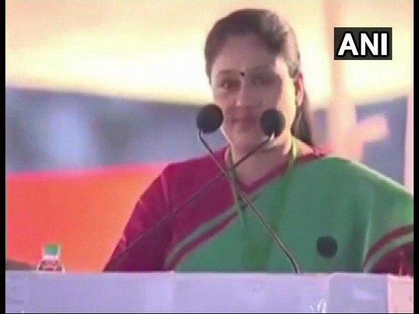 Congress Leader Vijaya Shanti Modi Looks Like A Terrorist