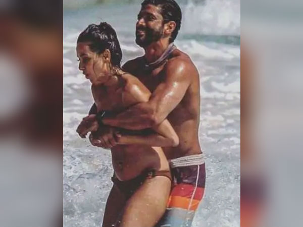 Farhan Akhtar And Shibani Dandekar Hot Photos Gone Viral