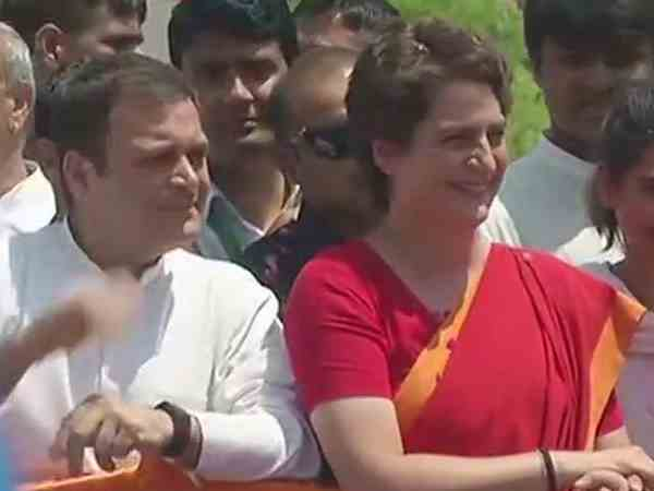 Lok Sabha Elections 2019 Congress Alleged Security Breach In Rahul Gandhi Amethi Road Show