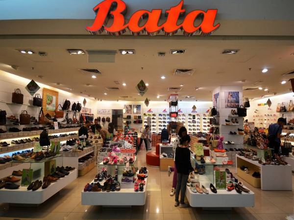 Bata Is Fined 9000 Rupee For Asking Customer For 3 Rupee For Bag
