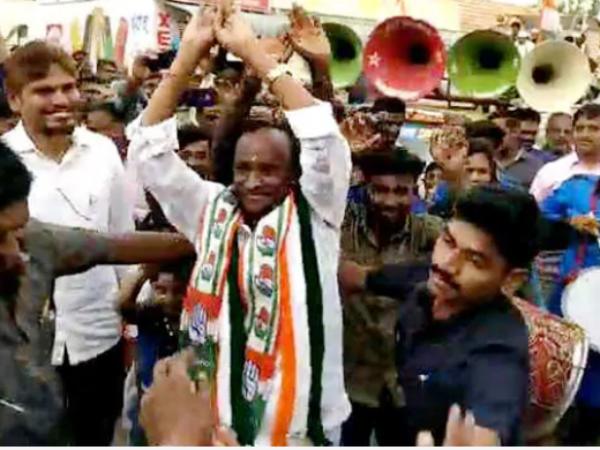 Richest Politician Of India Nagraj Does Nagin Dance In Public Rally