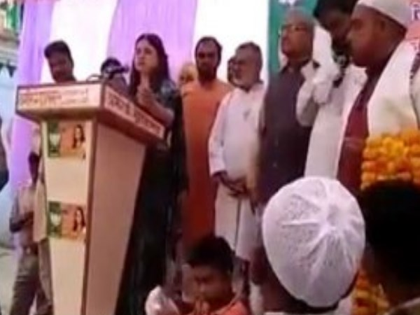 Maneka Gandhi Threatens To Muslims For Votes In Sultanpur