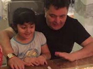 Rishi Kapoor Can Be Seen Having A Jolly Time With Granddaughter Samara This Cute Pictures