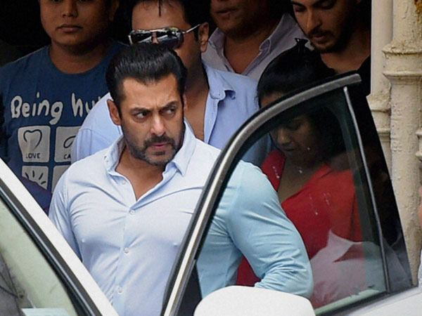 Complaint Against Salman Khan Has Been Registered In Police Station For Snatching Phone