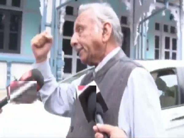 Lok Sabha Elections 2019 Mani Shankar Aiyar Threatens Journalist Says Will Hit You