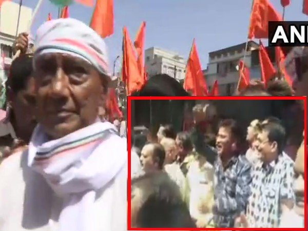 Fir Registered After A Group Of People Raised Modi Slogans In Digvijaya Singh S Roadshow In Bhopal