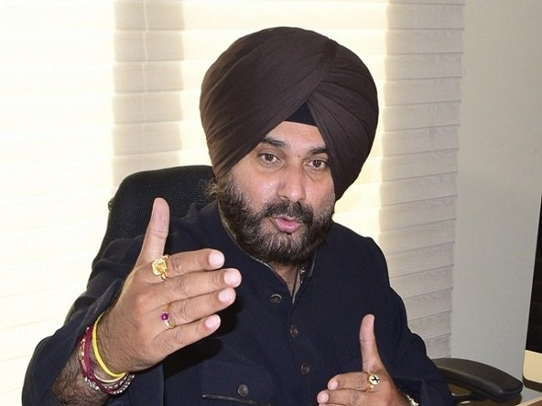 Lok Sabha Elections 2019 Tomato Thrown At Congress Leader Navjot Singh Sidhu Car