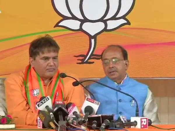 Lok Sabha Elections 2019 Rebel Aap Mla Devinder Kumar Sehrawat Joins Bhp