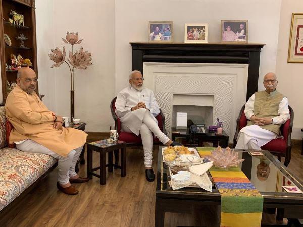 Pm Narendra Modi Meets Senior Bjp Leader Lk Advani Will Take Oath On 30 May