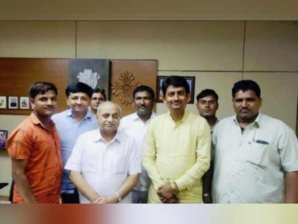 Gujarat Politics Alpesh Thakor Meet Nitin Patel