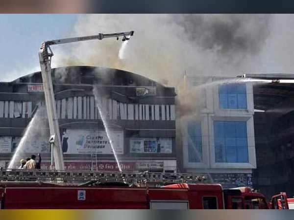 સુરત આગ: ગુજરાતમાં તમામ ટ્યુશન બિલ્ડિંગોમાં ફાયર સલામતી તપાસનો આદેશ