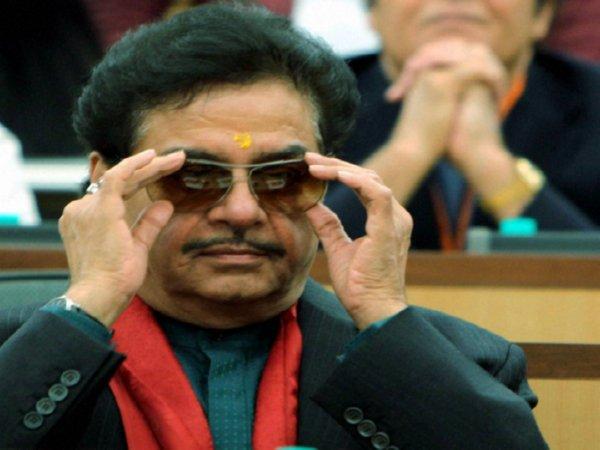Lok Sabha Elections 2019 Shatrughan Sinha Has Total Asset Of 112 22 Crore Rs
