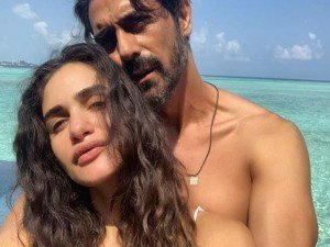 Arjun Rampal Enjoying Holidays With Pregnant Girlfriend Gabriella Demetriades In Maldives