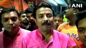 Bjp Youth Wing Leaders Have Said They Will Block Roads In Kolkatta Tuesday To Chant Hanuman Chalisa