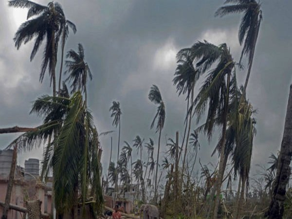 Cyclone Vayu Live High Alert In Gujarat