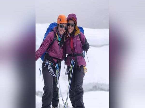 Surat Gujarati Sisters Made History By Climbing Mount Everest