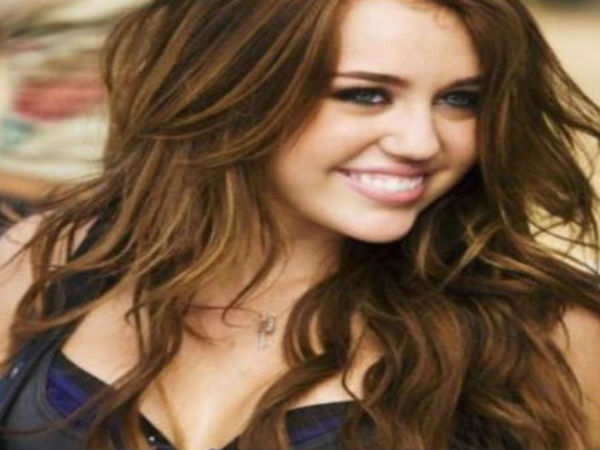 Fan Tried To Kiss Hollywood Actress Singer Miley Cyrus