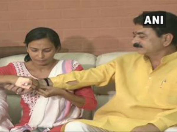 Ahmedabad Naroda Bjp Mla Balram Thawanis Beat Women In Public Then Apologies