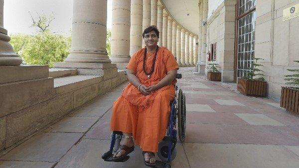 Controversy On Oath Of Sadhvi Pragya Singh Thakur