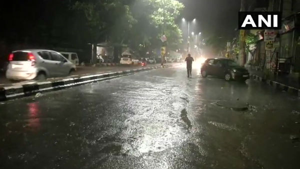 Weather Rain Lashes Party Of The Delhi Gives Relief To The People From Heat