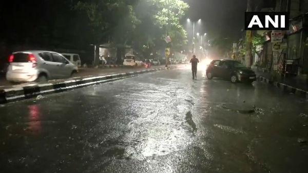 દિલ્લીમાં ગઈ રાતે વરસાદથી લોકોને ગરમીમાં અમુક અંશે રાહત