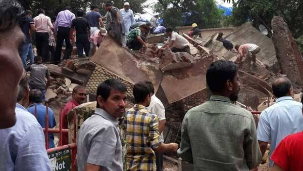 Four Storey Building Collapsed In Mumbai
